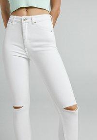 Bershka - Jeans Skinny Fit - white - 3