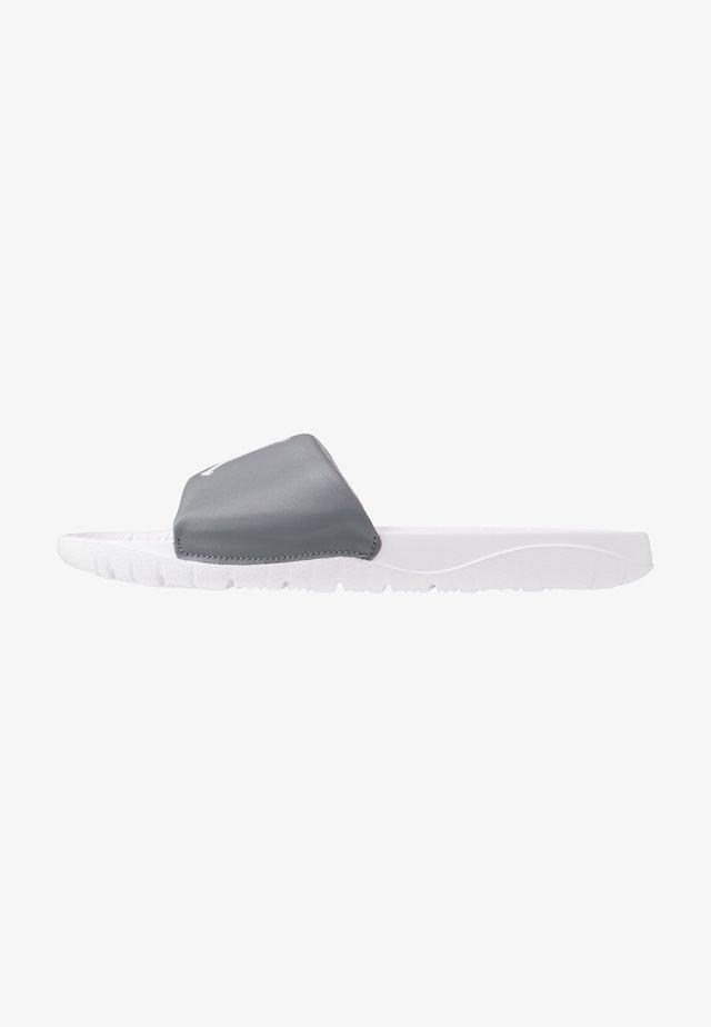 BREAK SLIDE - Mules - cool grey/white