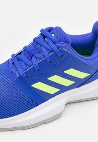adidas Performance - COURTJAM XJ UNISEX - Multicourt tennis shoes - sonic ink/signal green/footwear white - 5