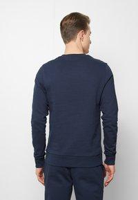 Jack & Jones - JACLOUNGE ONECK - Sweatshirt - navy blazer - 2