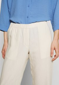 Samsøe Samsøe - HOYS STRAIGHT PANTS - Bukser - warm white - 3