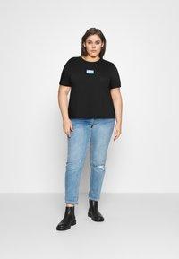 Calvin Klein Jeans Plus - SHINE BADGE TEE - Basic T-shirt - black - 1