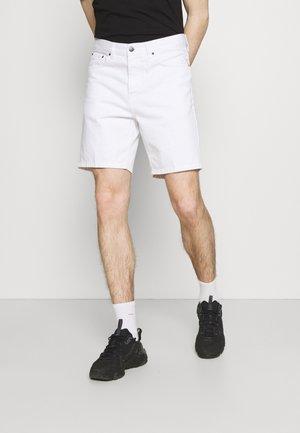 NEWEL PARKLAND - Shorts vaqueros - white worn washed