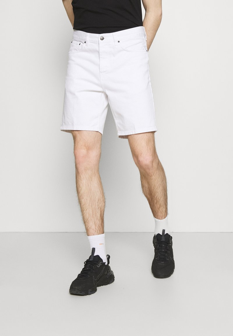 Carhartt WIP - NEWEL PARKLAND - Shorts di jeans - white worn washed