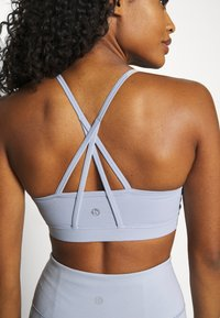 Cotton On Body - STITCHED TO PERFECTION CROP - Light support sports bra - baltic blue - 4