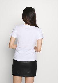 ONLY Petite - ONLDISNEY MIX - Camiseta estampada - white - 2