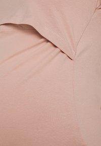 Anna Field MAMA - NURSING 2er PACK - Basic T-shirt - T-shirts - light grey/light pink - 4