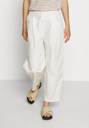 UTILITY PLEATED BALLOON - Trousers - crisp tofu