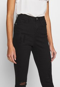 Missguided - SINNER HIGHWAISTED DESTROYED - Jeans Skinny Fit - black - 3