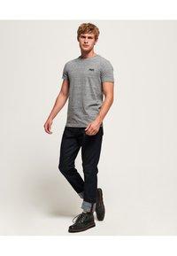 Superdry - ORANGE LABEL VINTAGE - T-shirt basic - grey - 1