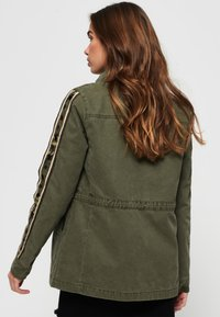 Superdry - MIT STERN-PRINT - Denim jacket - green - 2