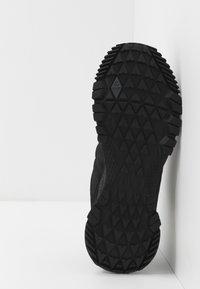 Reebok - ASTRORIDE TRAIL GTX 2.0 - Trail running shoes - black - 4