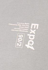 Topman - UNISEX WASHED TEE - Print T-shirt - grey - 3