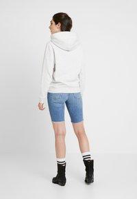 Tommy Jeans - ESSENTIAL LOGO HOODIE - Hoodie - pale grey - 2