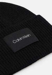 Calvin Klein - BEANIE UNISEX - Lue - black - 2
