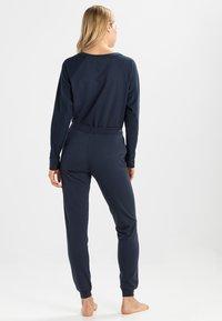 Tommy Hilfiger - ICONIC TRACK PANT - Pyjama bottoms - navy blazer - 2