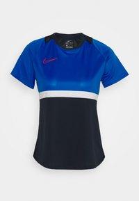 Nike Performance - T-shirts med print - obsidian/soar/white/laser crimson - 5