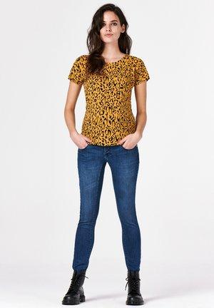 LEOPARD - Print T-shirt - honey mustard