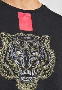 CLOSURE London - FURY TEE - Camiseta estampada - black - 5