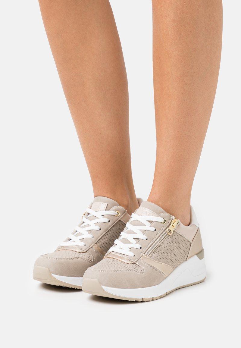 Tata Italia - DIANA - Sneakers laag - gold