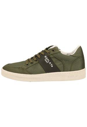 Sneakers laag - mil grn 039