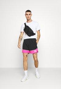 Night Addict - NAJOSHUA - Shorts - black/pink - 1
