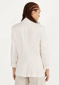 Bershka - Krótki płaszcz - white - 2