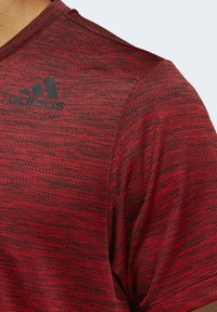 adidas Performance - TECH GRADIENT T-SHIRT - Print T-shirt - red - 4