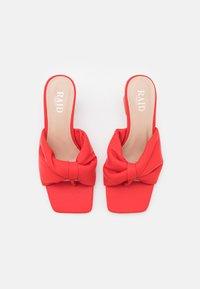 RAID Wide Fit - WIDE FIT KYOTO - Sandály s odděleným palcem - red - 5