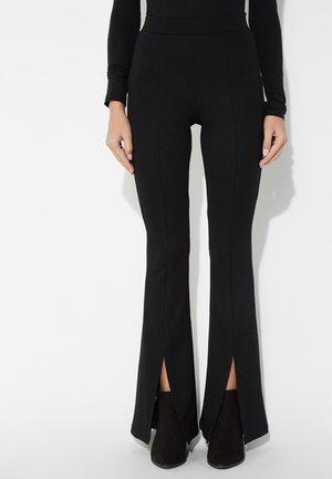 MIT SCHLITZEN - Trousers - nero
