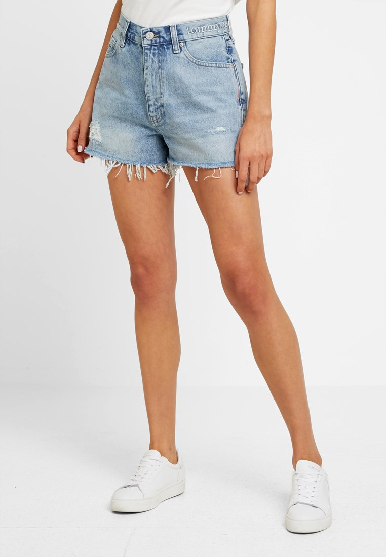 Tommy Jeans - HOT PANT SHORT ADRMR - Denim shorts - light blue denim