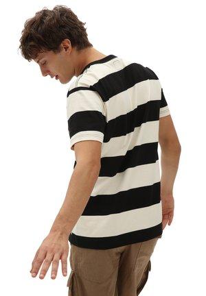 MN PRIDE RUGBY STRIPE - Print T-shirt - antique white/black