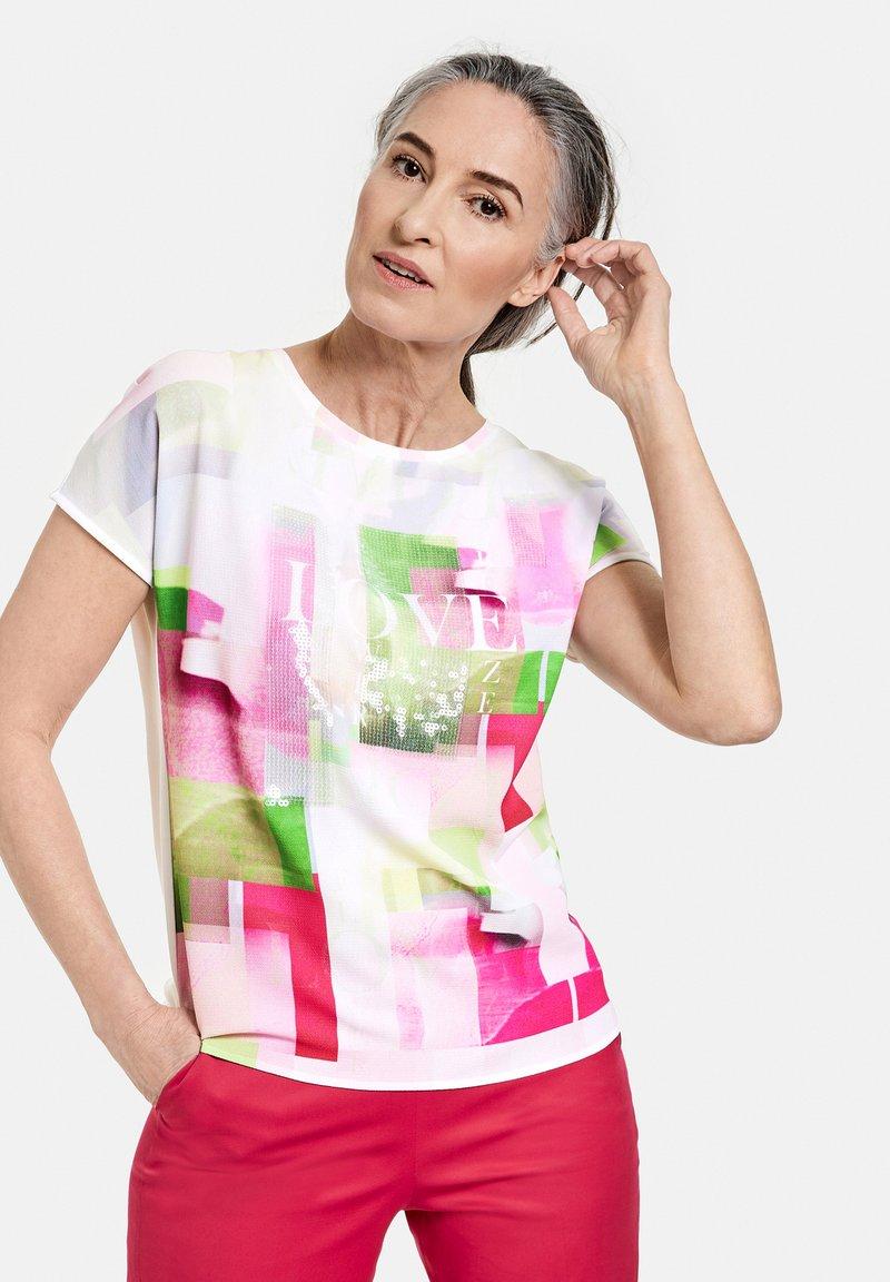Gerry Weber - MIT MODISCHEM - Print T-shirt - ecru/weiss multicolor