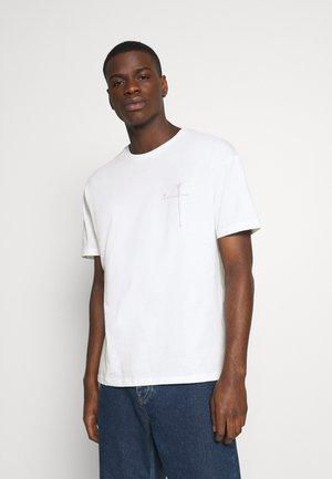 JORSPRAY TEE CREW NECK - Print T-shirt - white