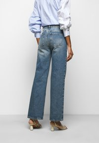 House of Dagmar - ALBA - Flared jeans - medium blue - 2