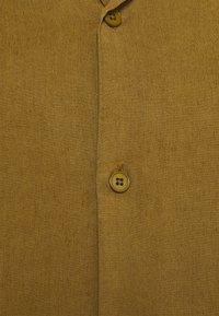NN07 - MIYAGI - Vapaa-ajan kauluspaita - olive green - 2