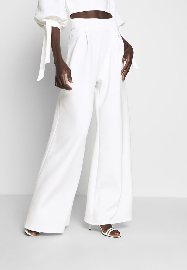 HIGH WAIST WIDE LEG TROUSERS - Kangashousut - white