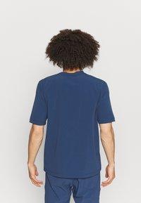 Peak Performance - TECH DRY TEE - Basic T-shirt - stone veil - 2