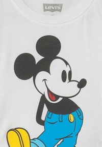 Levi's® - MICKEY MOUSE CLASSIC  - T-shirt con stampa - white - 2
