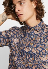 Jack & Jones PREMIUM - JPRKINGSFIELD  - Shirt - medium blue denim - 4