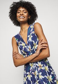 MAX&Co. - PADRINO - Maxi šaty - cornflower blue pattern - 3