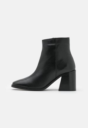 OCEANA FLARED POINT BOOT - Støvletter - black