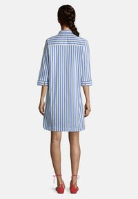 Betty Barclay - Shirt dress - blau/weiß - 1