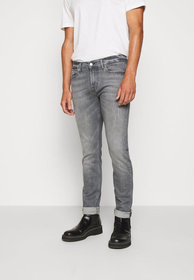 RONNIE SERGEANT  - Slim fit jeans - grey