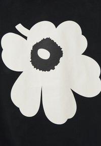 Marimekko - KIOSKI - Print T-shirt - black, white - 2