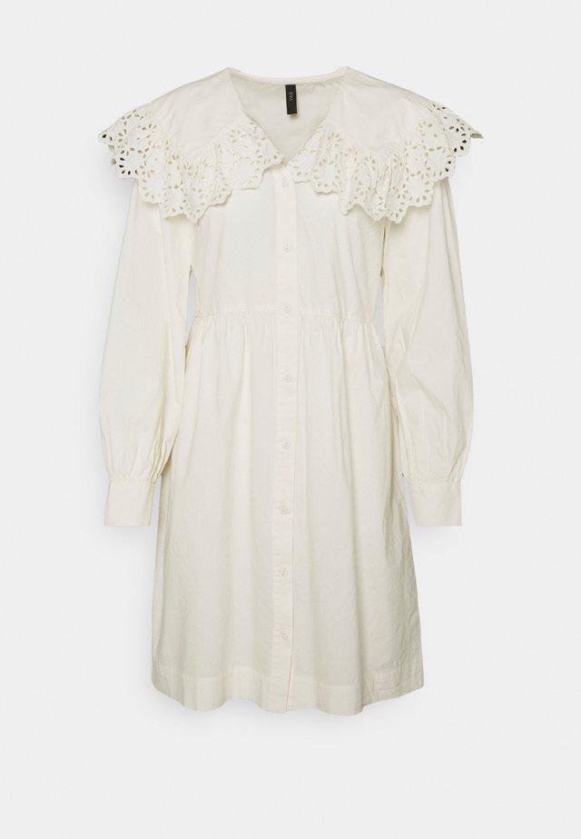 YASTIRELLA DRESS - Robe chemise - eggnog