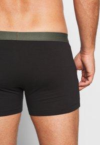 Pier One - 5 PACK - Pants - black/khaki - 2