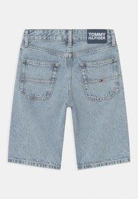 Tommy Hilfiger - MODERN STRAIGHT - Short en jean - blue denim - 1