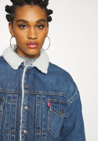 Levi's® - NEW HERITAGE SHERPA - Giacca di jeans - hot head - 3