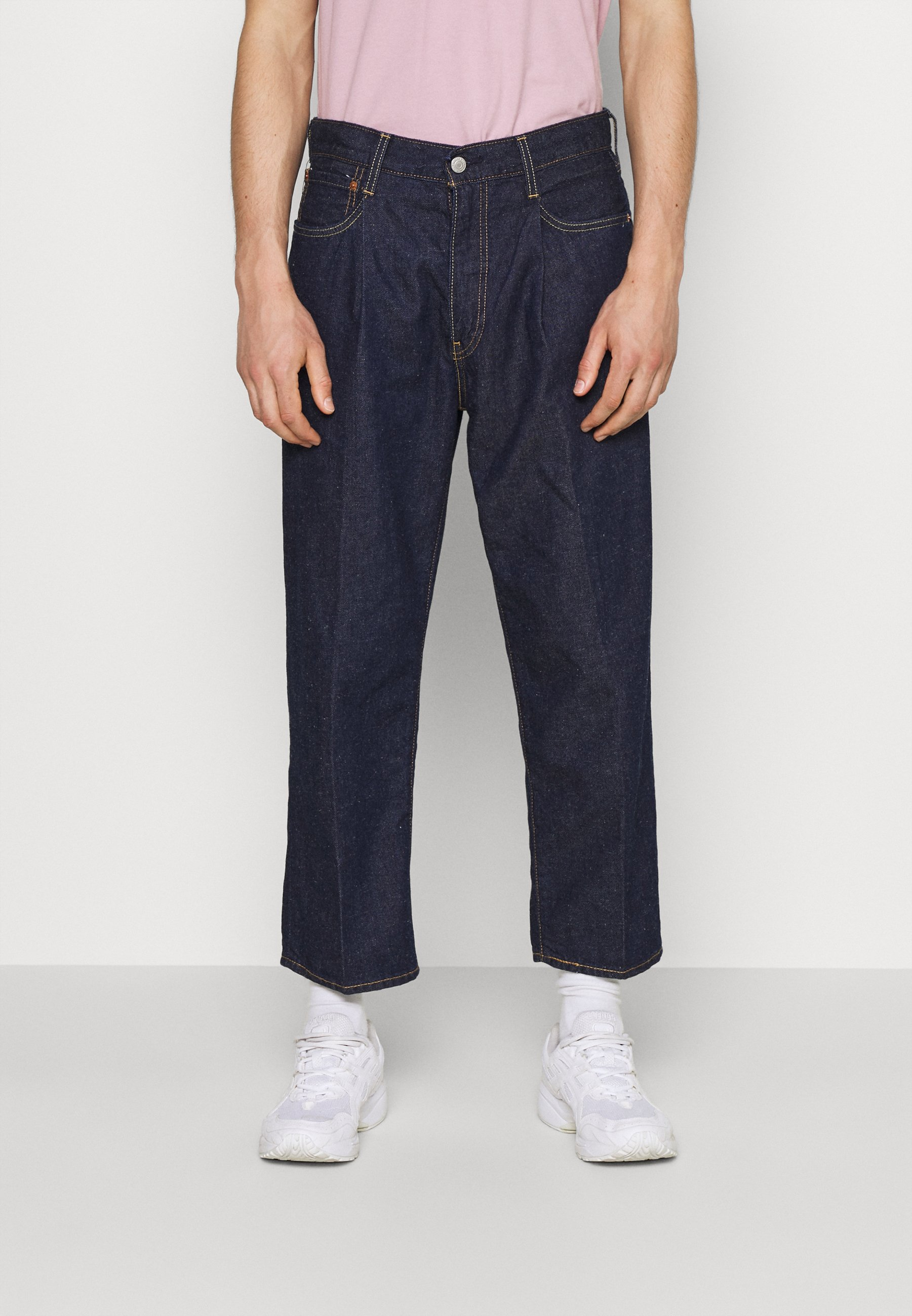 Men STAY LOOSE PLEATED CROP - Relaxed fit jeans